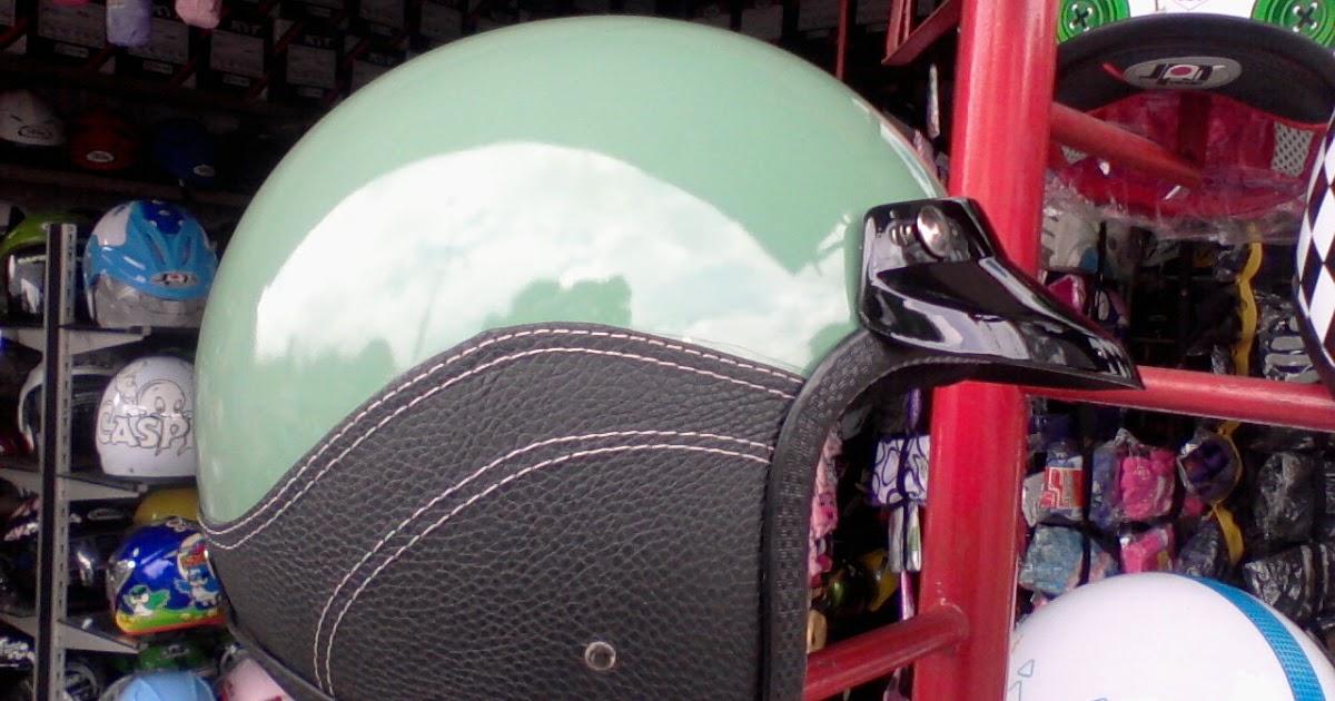 Helm Vespa Retro Hijau Pet Helm Vespa