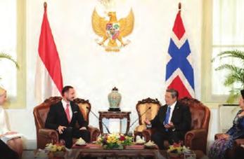 Presiden SBY sedang berbincang dengan kepala Negara dari luar negeri