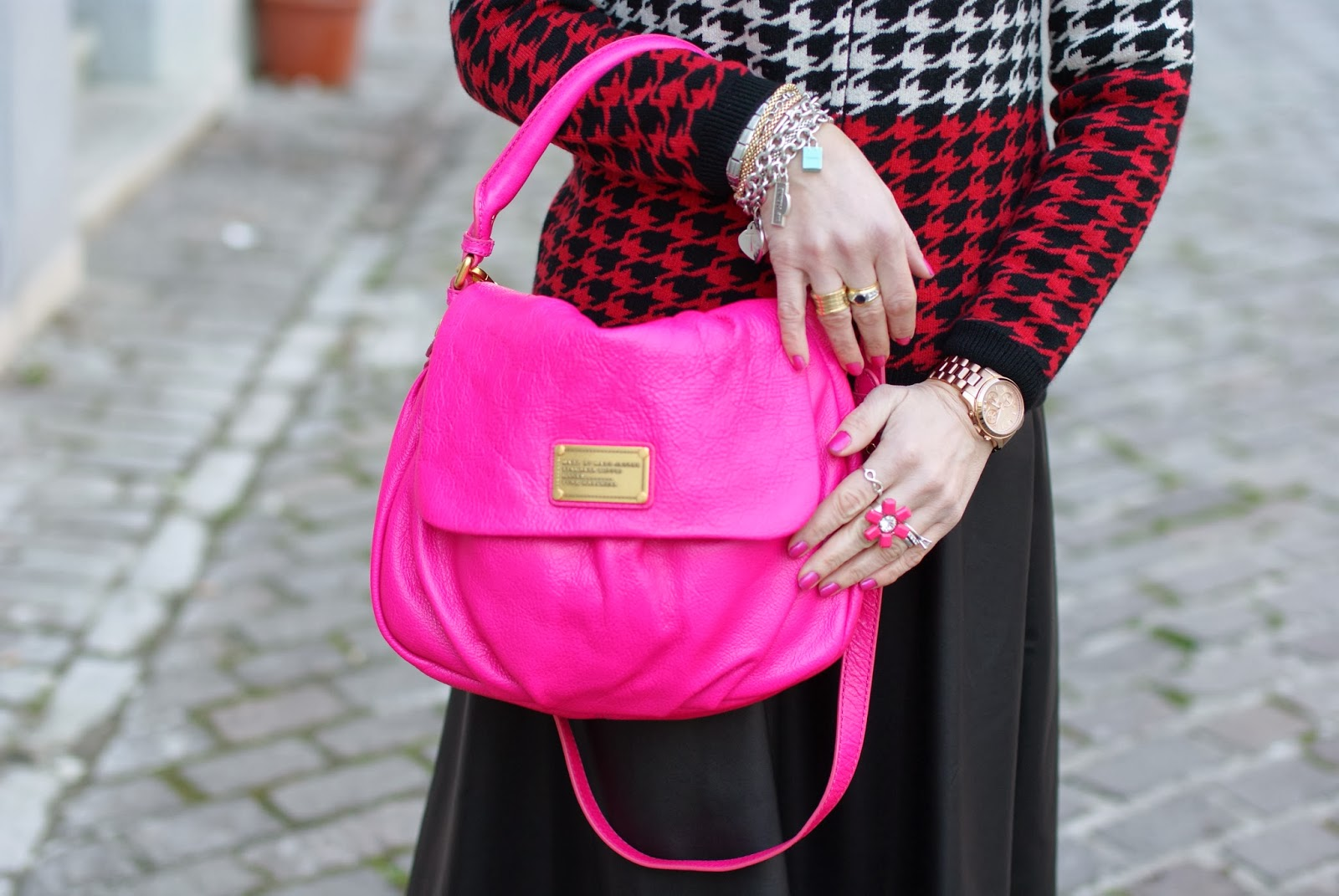 Marc by Marc Jacobs little ukita pop pink bag, pied de poule cardigan, essie tour de finance nail polish, fashion and cookies, fashion blogger