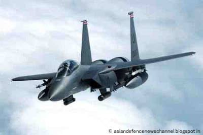 F-15E-Strike-Eagle-banks-away-from-a-tanker