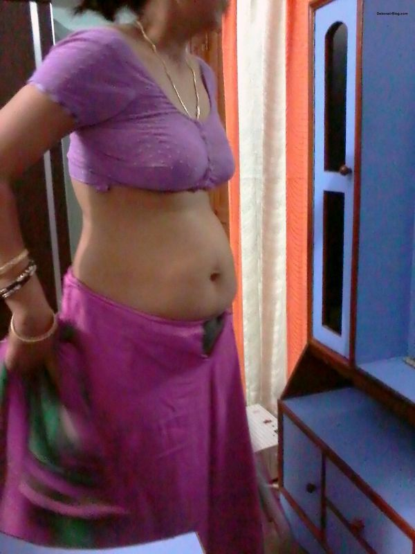 Sexy Bhabhi Hot Bra Blouse Sari boobs nude Pics indianudesi.com