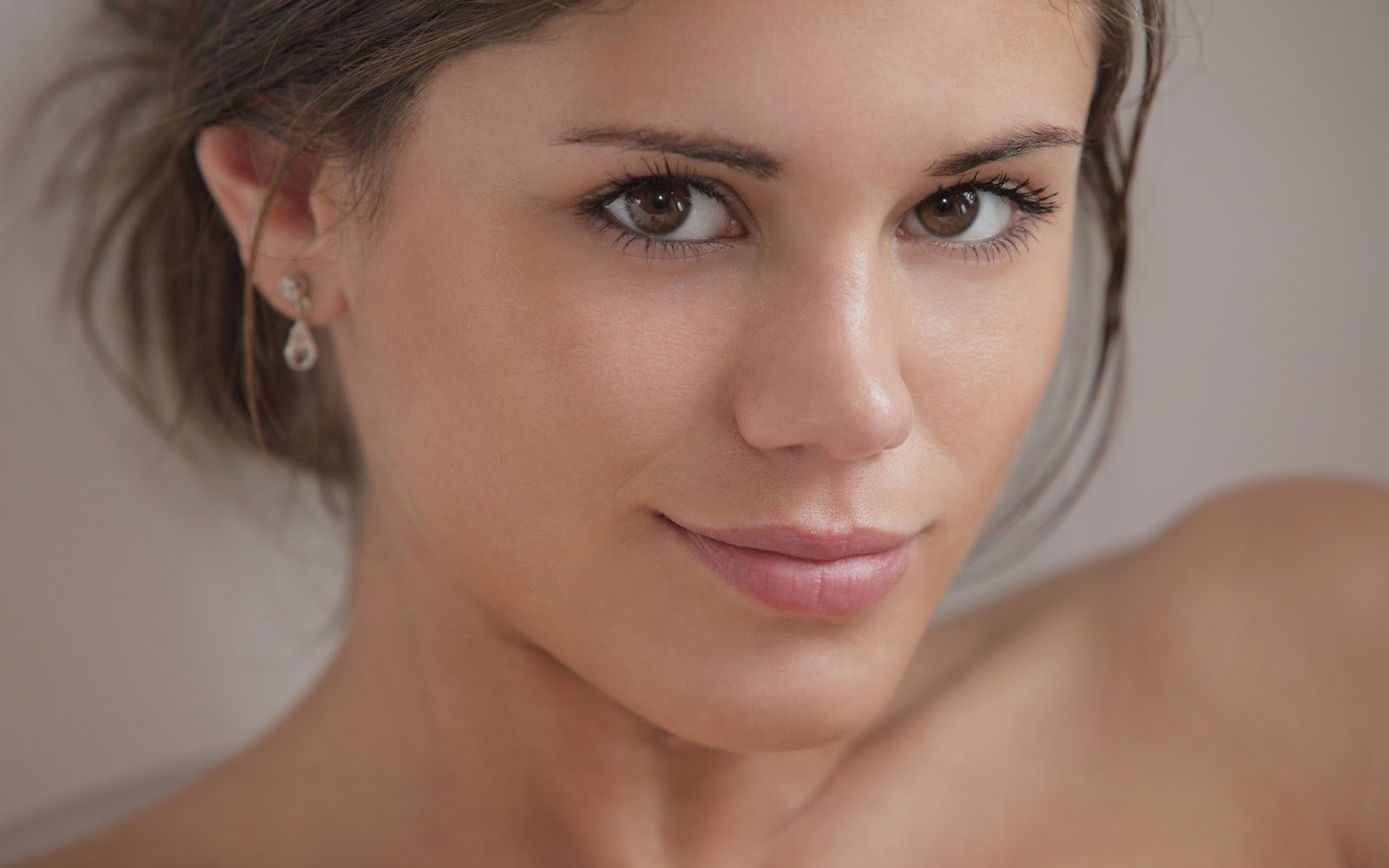 Gorgeous Little Caprice Full HD Photos & HD Wallpapers