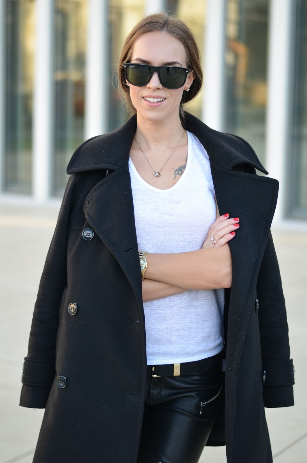 kristjaana mere black white basic casual winter outfit