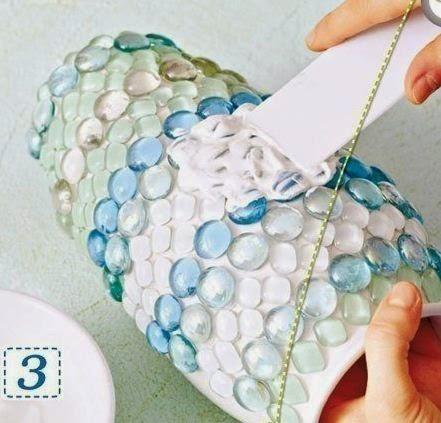 Floreros decorados con gemas de vidrio for Espejos decorados con piedras