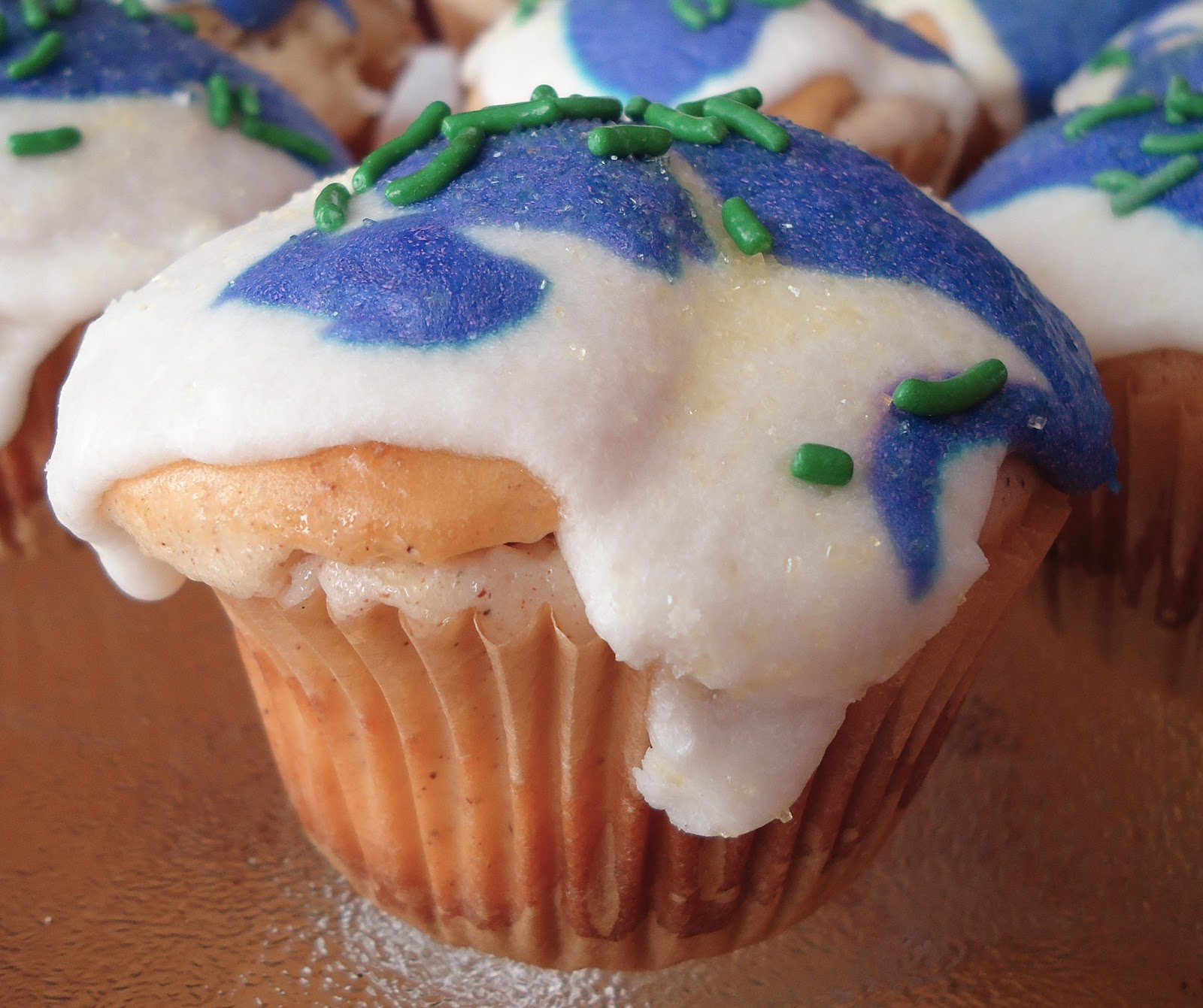 Eat, Run, Read: Cake of the Week: King Cake Cupcakes