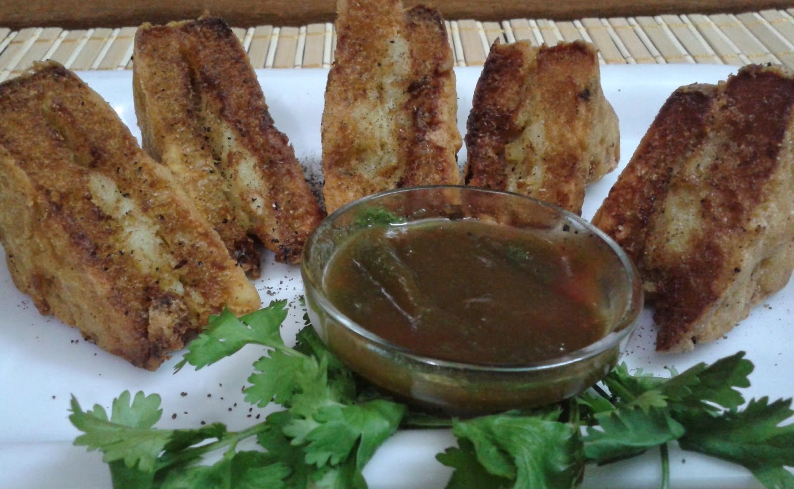 http://paakvidhi.blogspot.in/2014/07/stuffed-bread-pakora.html
