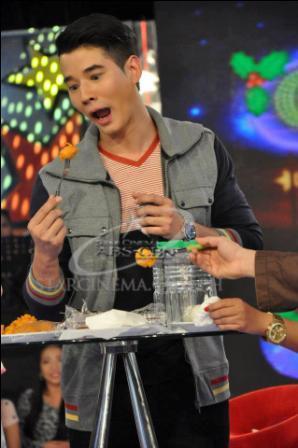 Mario Maurer Eats Pinoy Street Foods in 'Gandang Gabi Vice!'