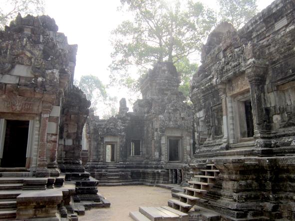 minor Angkor ruins
