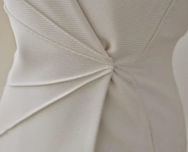 Vestido Formal Corto Manga Larga Escote V con Lineas Diagonales en Cintura