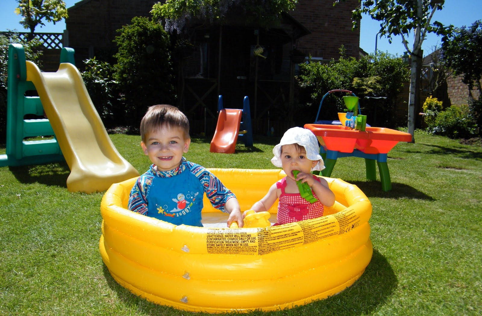 Logan michael millie ann james paddling pool weather for Biggest paddling pool