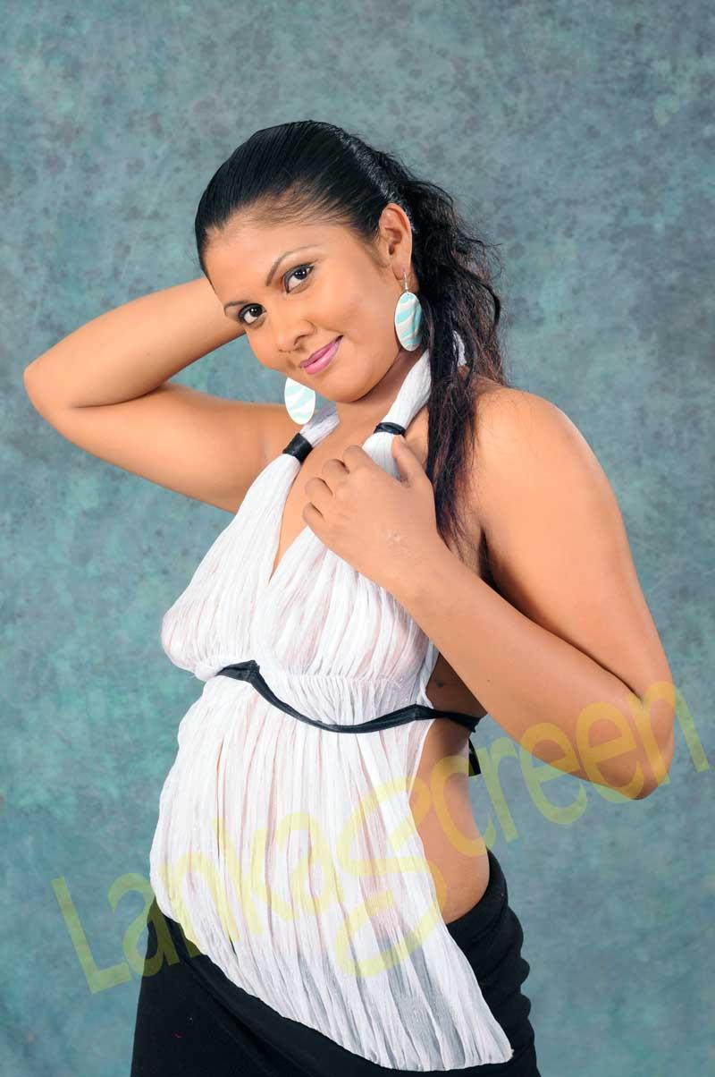 Sri lankan hot girls | Pics Lanka.com