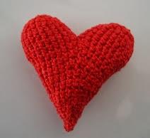 http://creacionesbatiburrillo.blogspot.com.es/2013/06/amigurimi-corazon.html