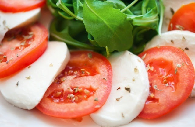 For lovers of food with rich tastes good option - salad recipe with tomatoes