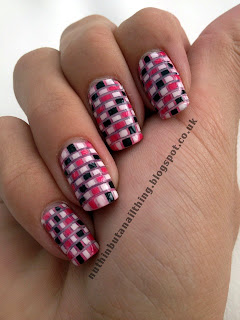 checkerboard nails nail art stripes