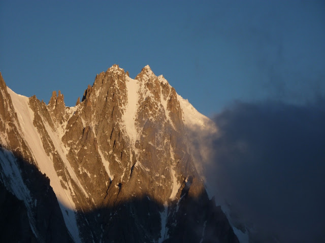 lever de soleil dans le Mont-Blanc / sunrise in mountain
