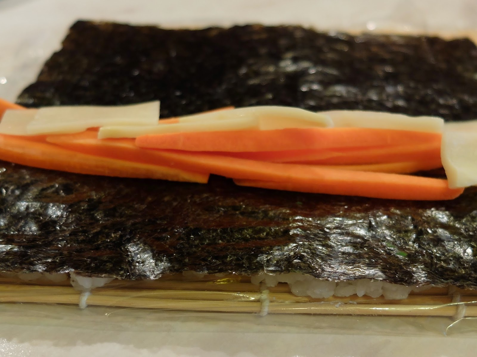 Ura-Maki Bambussprossen-Möhre-Sesam
