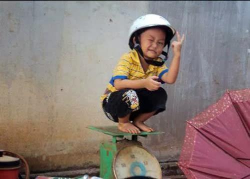 Hình em bé ngộ nghĩnh hài hước nhất