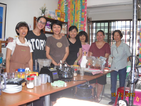Paige Chua from MediaCorp join us @ our Raw Vegan Italian Savoury class on 15 Dec 2012