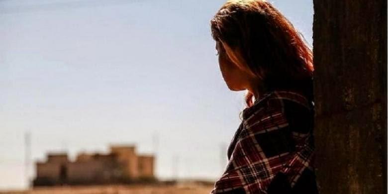 Seorang gadis Yazidi yang diberi nama samaran Narin berhasil melarikan diri dari kaum militan ISIS. Namun ia sangat terluka oleh penderitaan yang dialaminya.
