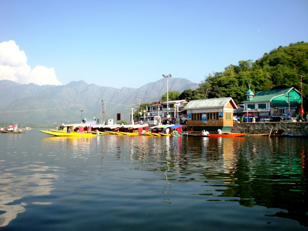 """kashnir paradise on earth """"we had a very memorable trip to kashmir in may, this summer - kashmir had always been on my wish list and we finally got a chance to visitmy excitement knew no bounds"""" expressed mohini mahajan joshi who visited kashmir along with her husband, anish joshi, a travel enthusiast like mohini."""