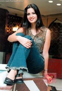 only-katrina: Katrina Kaif in jeans and top