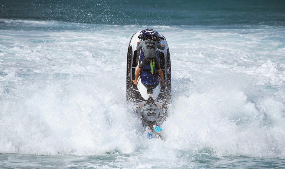 17 Billabong Pipe Masters Water Patrol Foto ASP