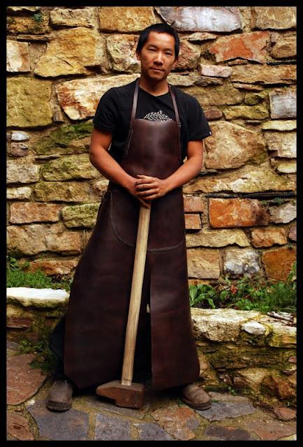 3kg sous terre tutoriel marteaux manches tablier en cuir et outils divers - Tablier de forgeron ...