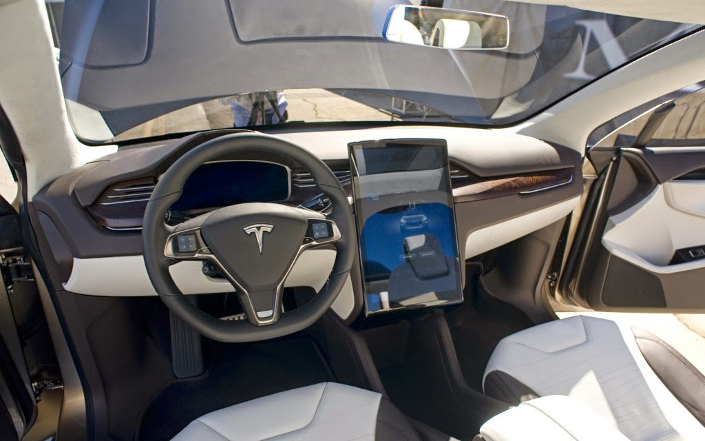 Tesla Model X : The SUV that wants to compete the Porsche Cayenne ...