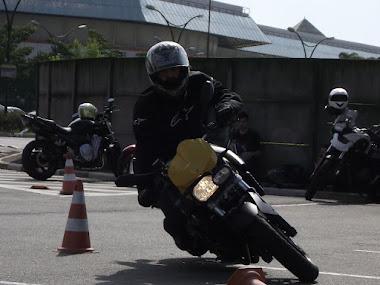 Luiz Felipe, com sua BMW 800 R
