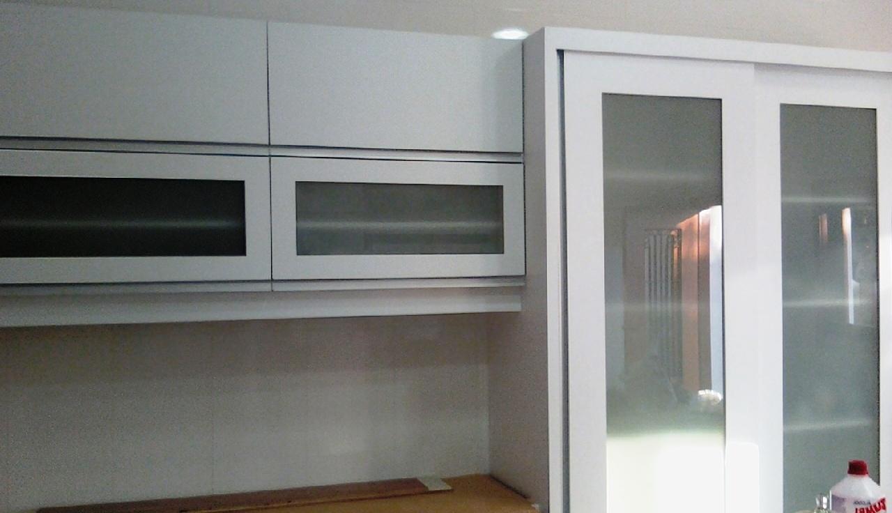 Moveis planejados,cozinhas etc portas arredondadas e portas grandes d # Armario De Cozinha Planejado Porta De Vidro
