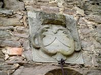 Detall de l'escut de la capella del Vilar