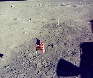 Foto Original De Bandera Americana En La Luna 2