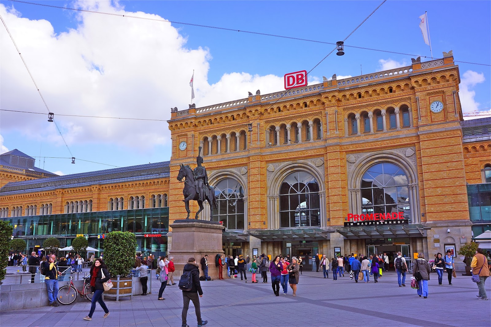 Picture of Hauptbahnhof Hannover / Central Station Hanover and the monument of Ernest Augustus I in Ernst-August-Platz.