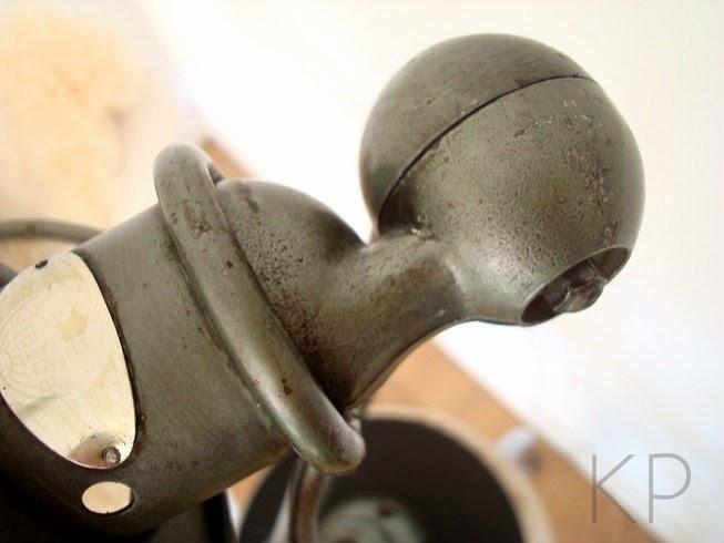 Tienda vintage de decoración, lamparas y muebles antiguos de varios estilos y épocas. Lámparas Jielde auténticas.