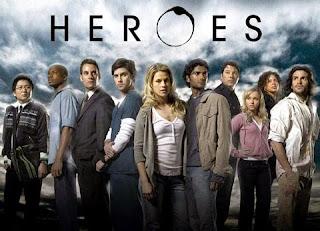 A série de heróis vai ganhar uma minissérie derivada, chamada Heroes Reborn, ainda este ano. Poucos nomes da série original retornam. Novas pessoas com habilidades extraordinárias serão apresentadas em 13 episódios.