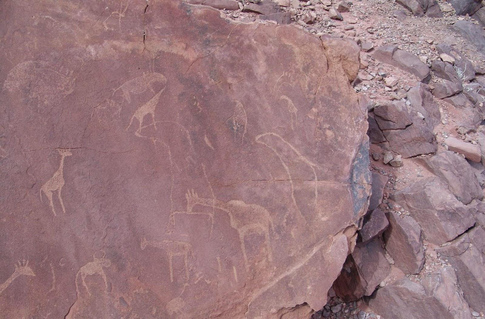 Twyfelfontein rock engravings Namibia - www.namibweb.com