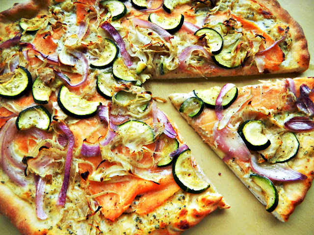 pizza with smoked salmon, fennel and zucchini