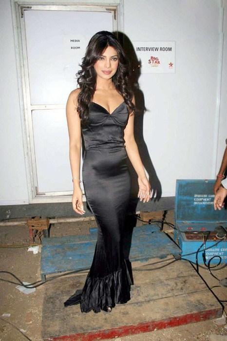 HOT PICS: Hindi Actress Priyanka chopra In black dress ...