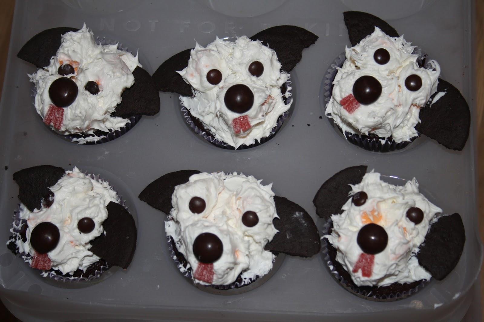Caroline Makes Puppy Dog Cupcakes