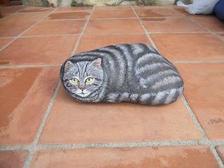 Piedra pintada con Gato