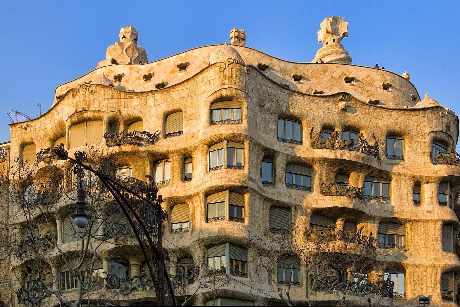 La pedrera em barcelona casa mil dicas de barcelona e - La casa de las lamparas barcelona ...