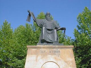 ahi evran heykeli aniti
