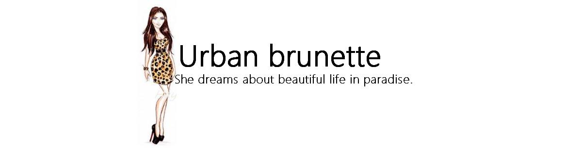 Městská brunetka
