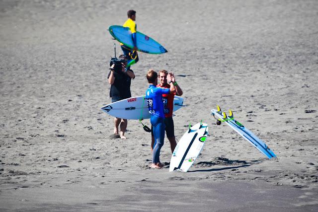 4 Joan Duru FRA and Vincent Duvignac FRA 2015 SATA Azores Pro Foto WSL Laurent Masurel
