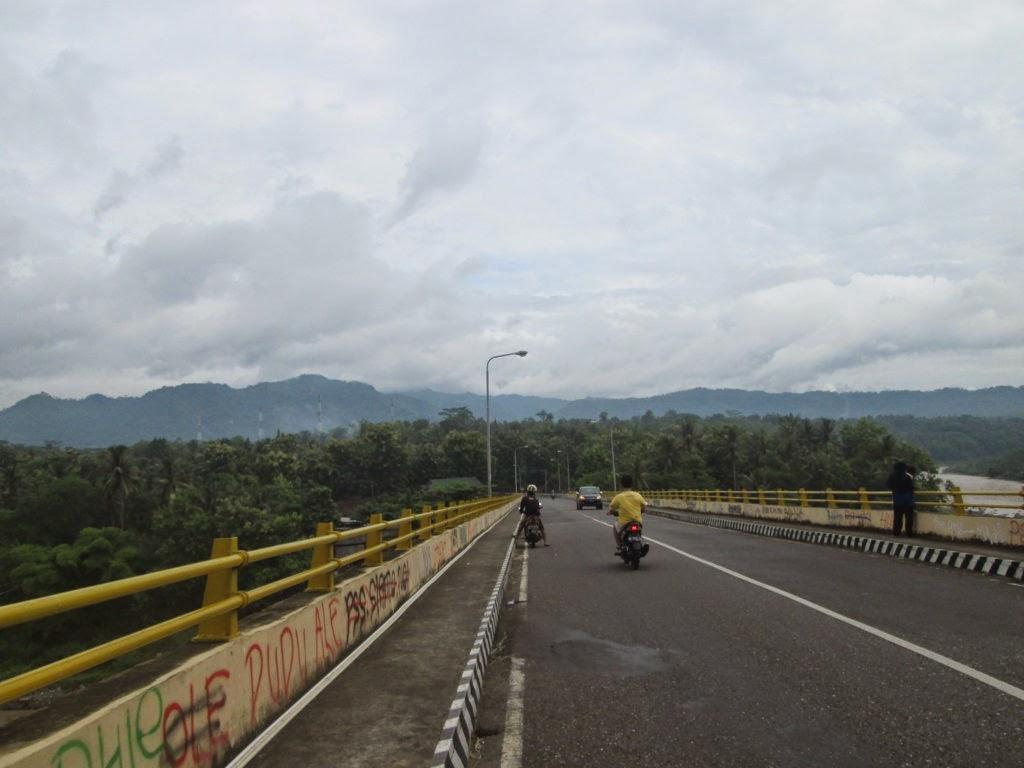Jalan Sepi Menuju Puncak Suroloyo