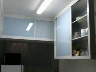 #474355 Vidraçaria Sertão da Quina ARMÁRIO DE COZINHA TODO EM ALUMÍNIO 320x240 px Armario De Cozinha Em Aluminio #2973 imagens