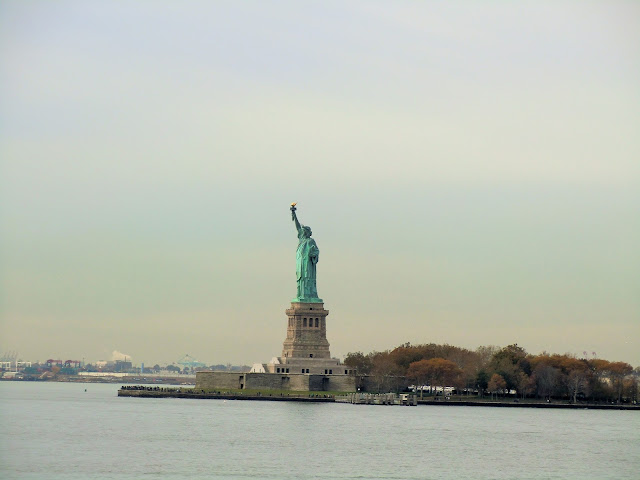 statue de la liberté vue depuis un ferry de staten island gratuit