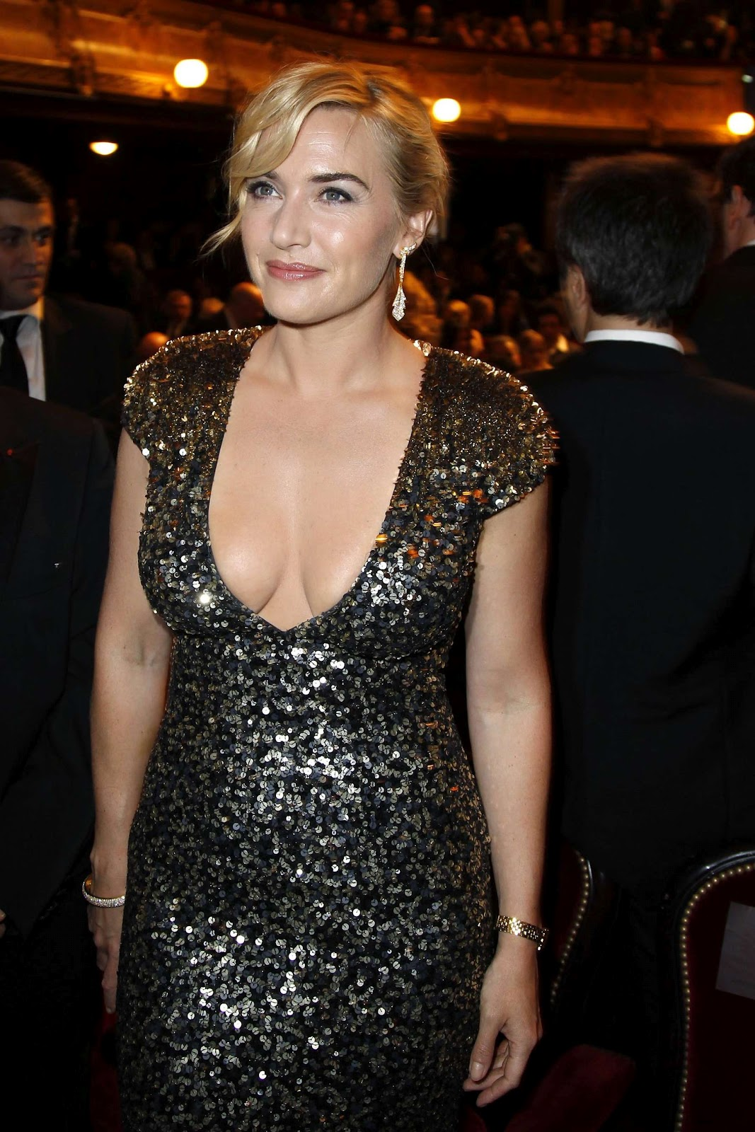 http://2.bp.blogspot.com/-wynqP8QcDlo/T0jl4CUK4uI/AAAAAAAALdg/bNyz86NewBU/s1600/Kate+Winslet+cleavage+at+Cesar+Film+Awards+2012-02.jpg