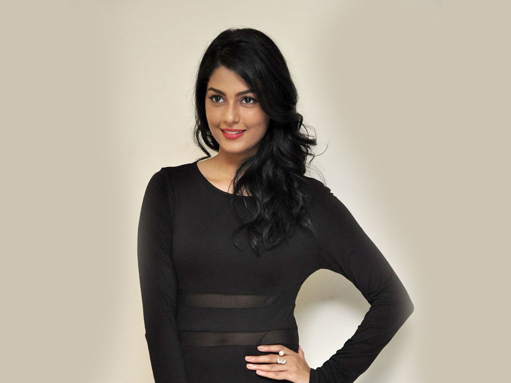 Actress Anisha Ambrose Hot Stills