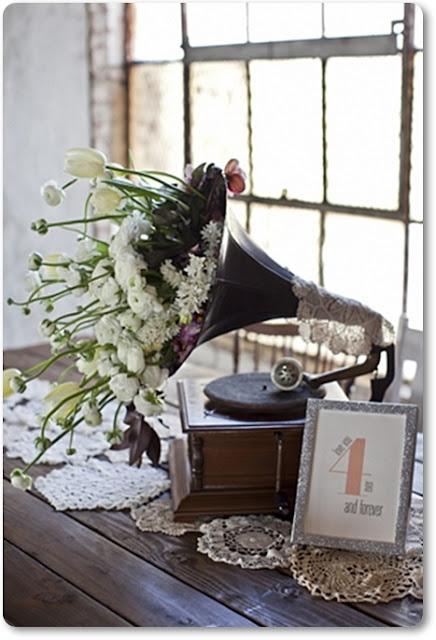 vintage bröllop, grammofon, blomstrande grammofon